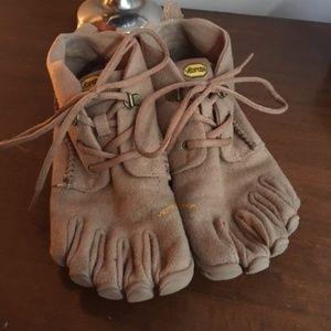 Vibram 5 Fingers sz 40/9 tan wool shoes